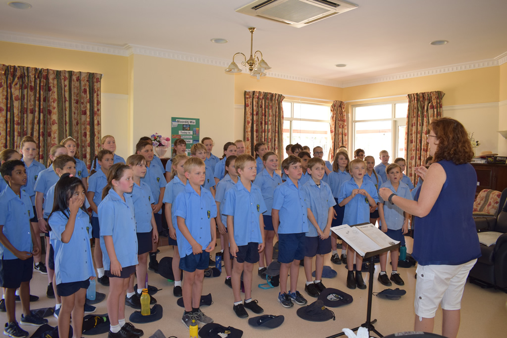 Choir visits Moorditj Mia and Berringa Lodge